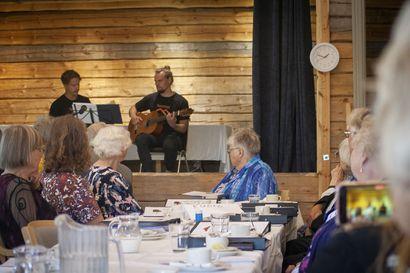 Kulttuuria yhteisessä olohuoneessa – Temmeksen Eläkeliitto tempaisi kulttuuripäivän Väinölään, jonka avajaisia vietetään myöhemmin elokuussa