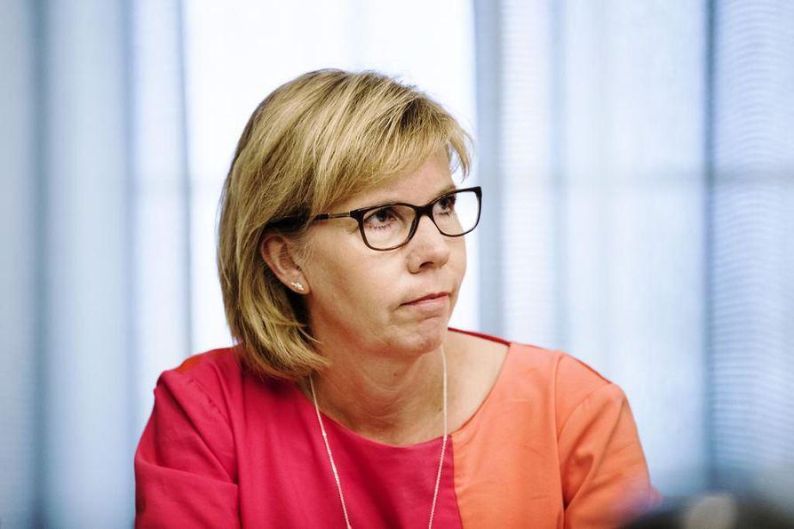 Rkp:n Anna-Maja Henriksson haluaa turvata Suomen saamat maataloustuet. Arkistokuva.