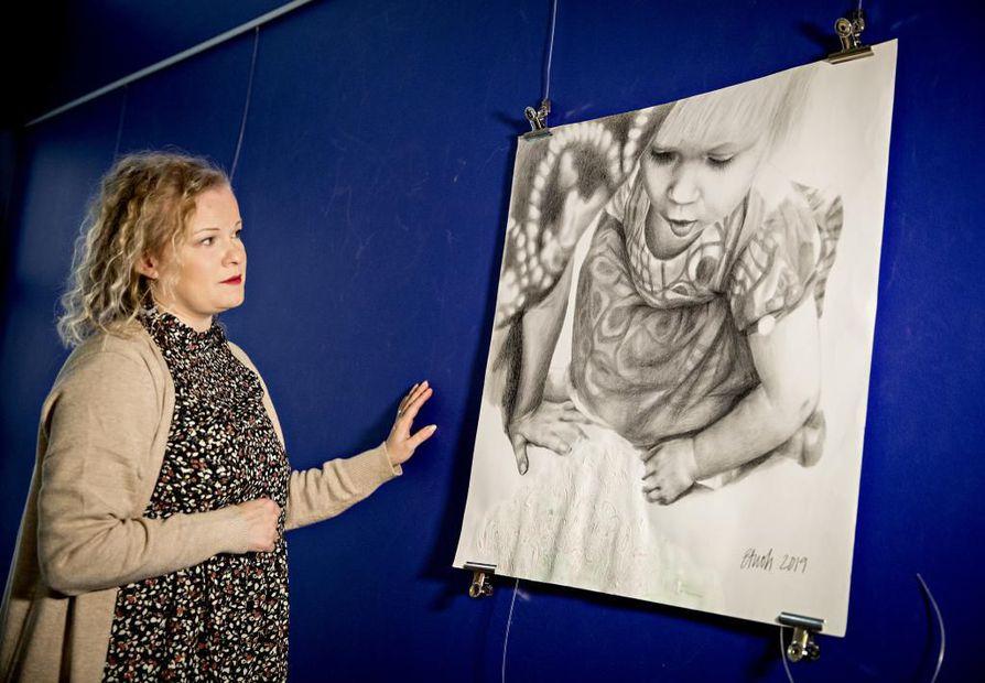 Elisa Tuohimaa on taiteilija ja taidekasvattaja.