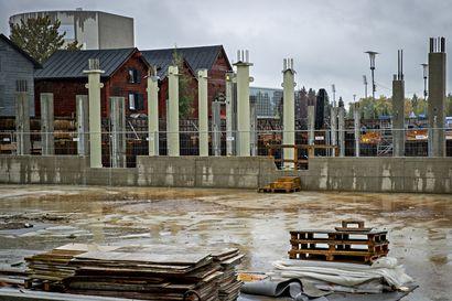 Oulun torihotellin työmaalla aloitettiin betoni- ja maanrakennustyöt – yhdyskuntajohtaja Matinheikin mukaan torin alueen matkailuhankkeille kuuluu hyvää