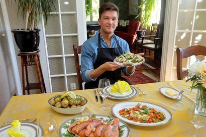 Johannes kokkaa juhannusherkut hyvällä twistillä: Onnistuu vaikka mökkiolosuhteissa
