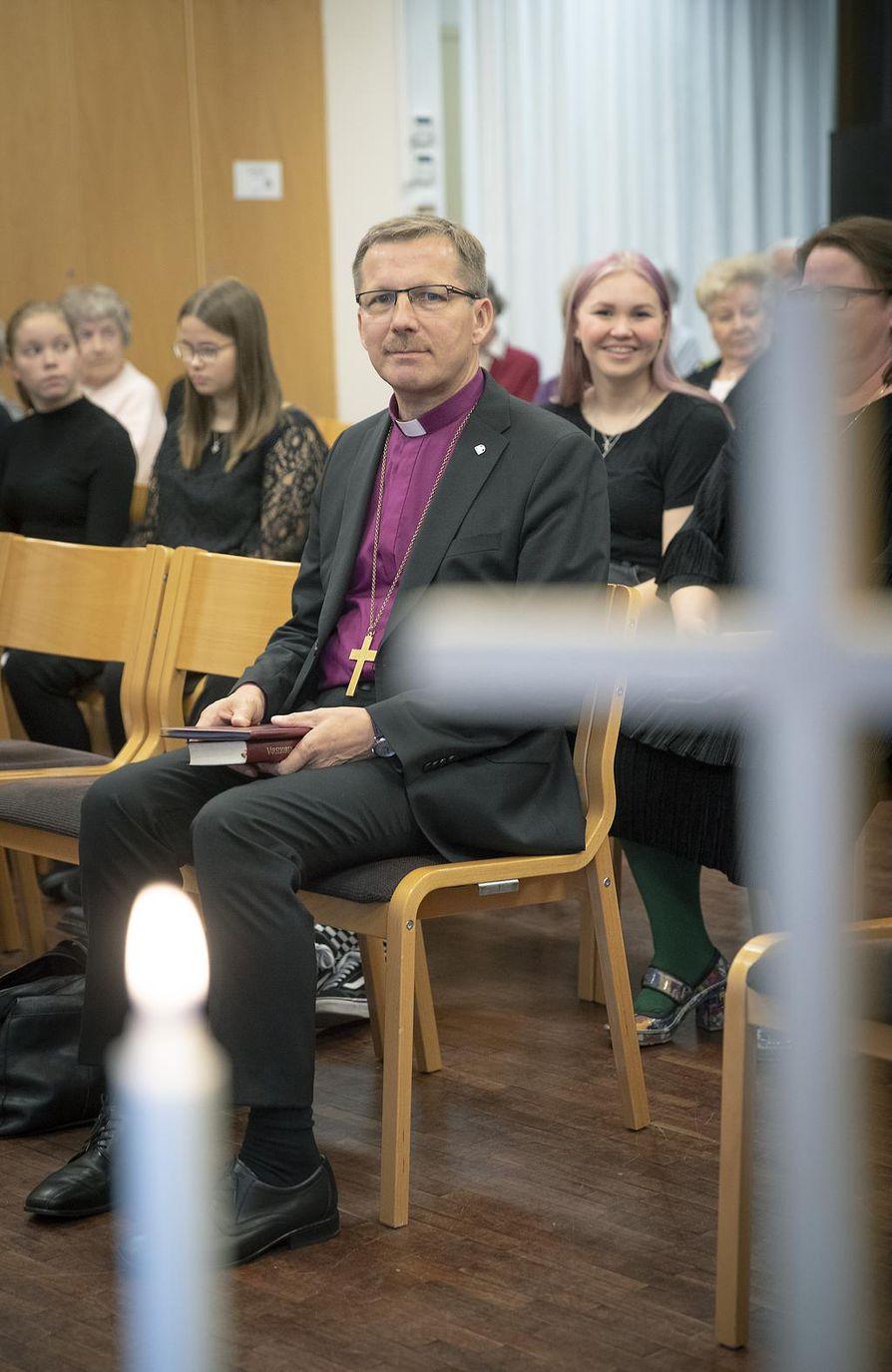 Oulun hiippakunnan piispa Jukka Keskitalo vieraili piispantarkastuksen ensimmäisenä päivänä muun muassa Caritas-kodissa.