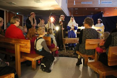 Jouluyö, juhlayö – seurakunnan jouluvaellus vie sisälle joulun sanomaan