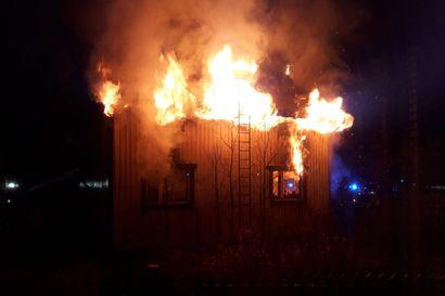Asumaton rintamamiestalo paloi täysin Kemissä yöllä, poliisi tutkii syttymissyytä