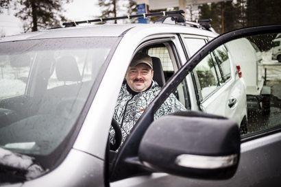 """Pienituloiset ja maalla asuvat kärsivät, jos dieselin veroetu poistetaan – """"Vaihdan itsekin vähäpäästöisempään, mutta en heti"""", sanoo vannoutunut dieselautoilija"""