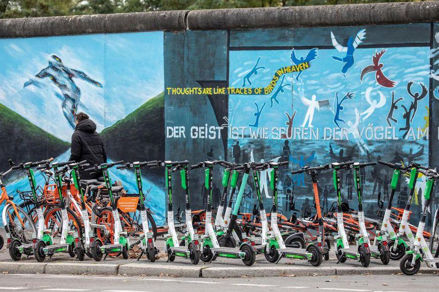 Berliinin muurin murtuminen vapautti Euroopan kahtiajaosta ja kommunismin pakkovallasta 30 vuotta sitten. Samalla sana vapautui. Muuri on nykyään visuaalinen tausta East Side Galleryn puistolle Berliinissä.
