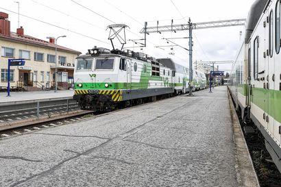 Poikkeuksia juna-aikatauluihin: VR:n autojunat eivät kulje viikonloppuna lainkaan Lappiin – ruskasesonki poikii lisää yöjunavuoroja Rovaniemelle ja Kolariin myöhemmin syyskuussa