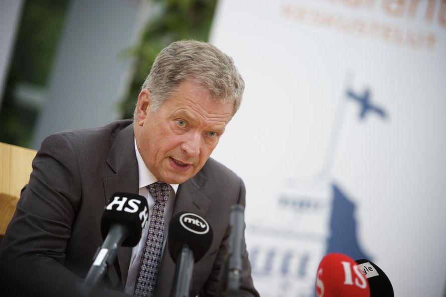 Presidentti Sauli Niinistö toivoo kansainvälisen yhteisön reagoivan Eurooppaa ravistelevaan pakolaiskriisiin. Arkistokuva.