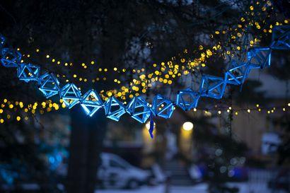 Tätä näkyä kannattaa käydä ihailemassa: Raahelainen valojuhla päättyy Seminaarin Joulussa