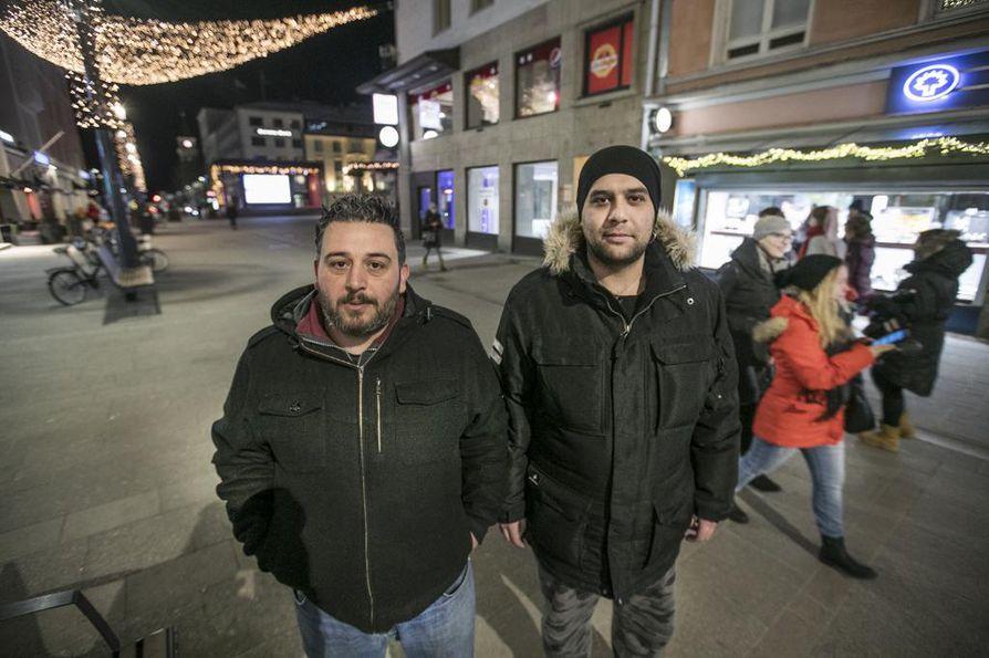 Amer Khouryn (vas.) ja Hassan Aldandashin mukaan Oulun tapahtumat eivät ole juuri muuttaneet ihmisten käytöstä heitä kohtaan. He kertovat, että ihmiset ovat välillä kohdistaneet erikoisia katseita, mutta mitään vakavaa ei ole sattunut.