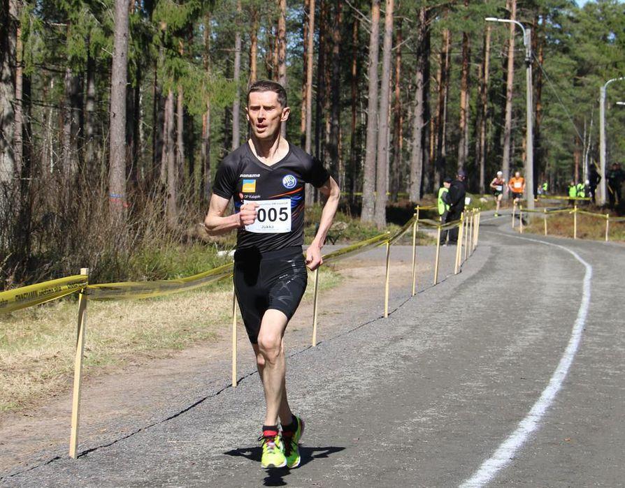 Jukka Kauppila on erikoinen tapaus, sillä hänen skaalansa ulottuu 800 metriltä maratonille.