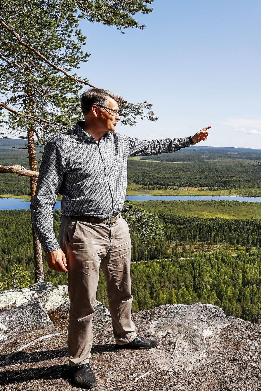 Astemittaajat tarvitsivat suoran näköyhteyden tornista toiseen yli Tornionlaakson, Pekonen kertoo.