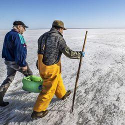 Kalastaja Hannu Kukkohovi kertoo ahvenen perkauksesta