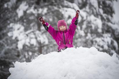 Lumesta hykertelee turisti ja matkailuyrittäjä – aikainen ja pehmeä lumivaippa ei silti riitä peittämään kaikkia crapland-kohun jälkiä