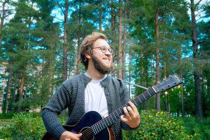 """Oululainen lauluntekijä Taneli Reponen paloi loppuun parikymppisenä: """"Sapattivuoden aikana olen huomannut, että näköjään kuitenkin teen musiikkia, vaikkei olisi pakko"""""""