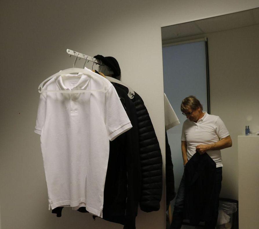 Antero Mertaranta pukeutuu kauluspaitaan vasta Gladiaattoreiden finaalissa. Pikkutakki on kuitenkin päällä kaikissa lähetyksissä.