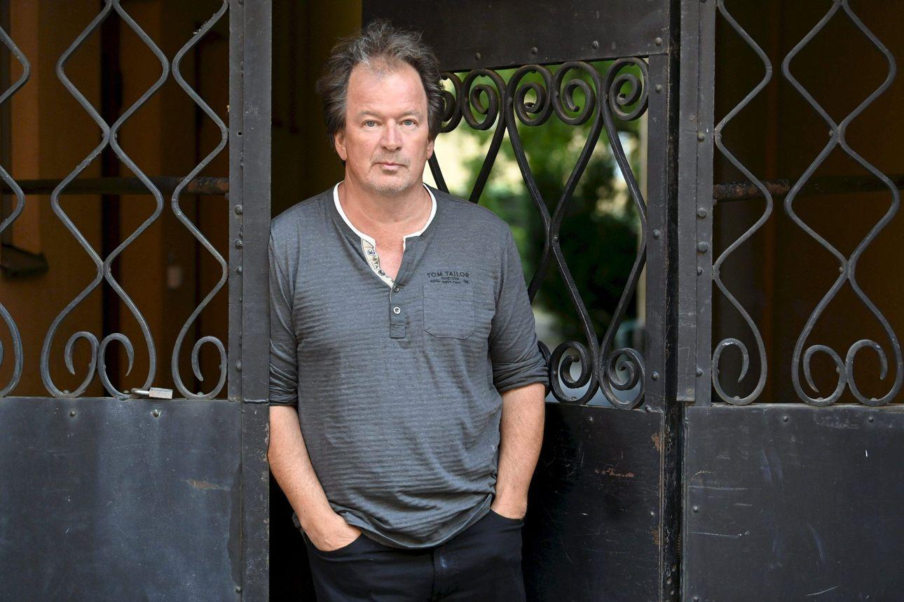 Kirjailija Kjell Westö on noussut  hailuotolaisen Bättre Folkin esiintymislavalle myös muusikkona