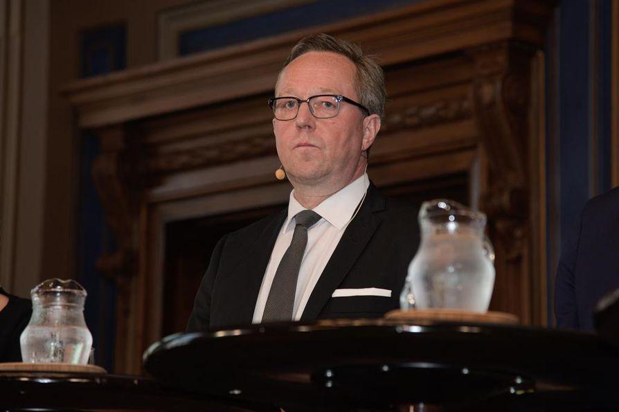 Valtiovarainministeri Mika Lintilä (kesk.) on keskustan ministeriryhmän vetäjä. Hän on kokenut, puolueen ykköspoliitikkoja. Yllättääkö hän kentän ja monien toiveet asettumalla ehdolle? Pian selviää.