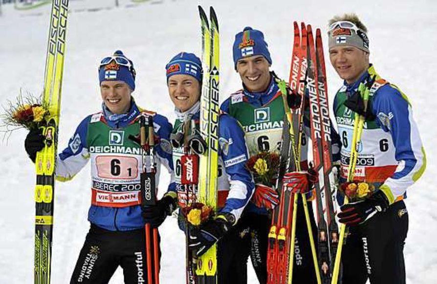 Suomen miesten joukkue Matti Heikkinen, Sami Jauhojärvi, Teemu Kattilakoski ja Ville Nousiainen  hiihti MM-pronssia.