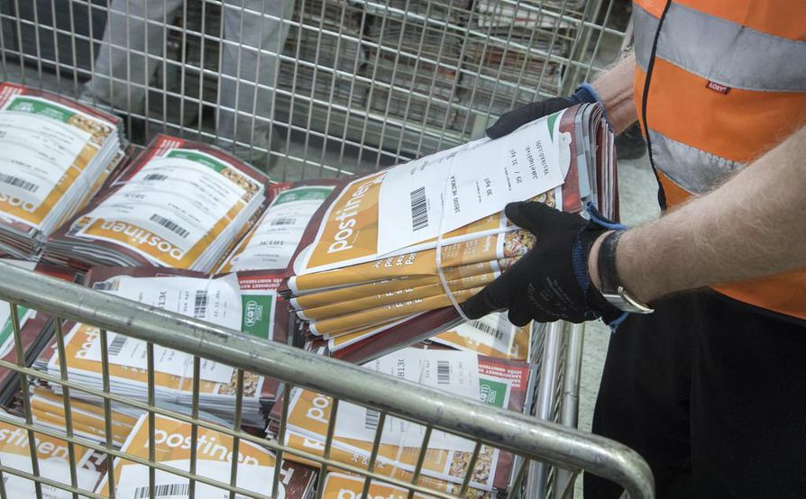 Posti arvioi, että maanantaina alkaneen postilakon takia kirjeiden, aikakauslehtien ja mainosten jakelu häiriintyy ja viiveet voivat olla jopa viikkoja. Myös pakettitoimituksissa voi olla useampien päivien viiveitä.