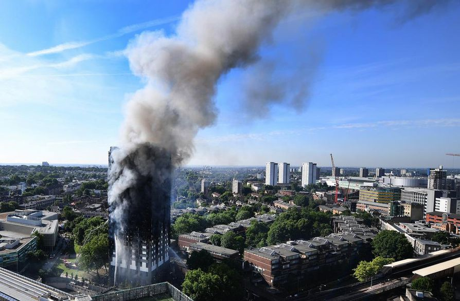 epa06027804 A view on the burning Grenfell Tower, a 24-storey apartment block in North Kensington, London, Britain, 14 June 2017. According to the London Fire Brigade (LFB), 40 fire engines and 200 firefighters are working to put out the blaze. Residents in the tower were evacuated, a number of people were treated for a 'range of injuries,' and six people have died in a fire, Metropolitan Police said. The blaze broke out at around 1:00 am GMT. An unconfirmed number of fatalities were reported in the incident, London Fire Commissioner Dany Cotton said during a press conference. The cause of the fire is yet not known.  EPA/ANDY RAIN