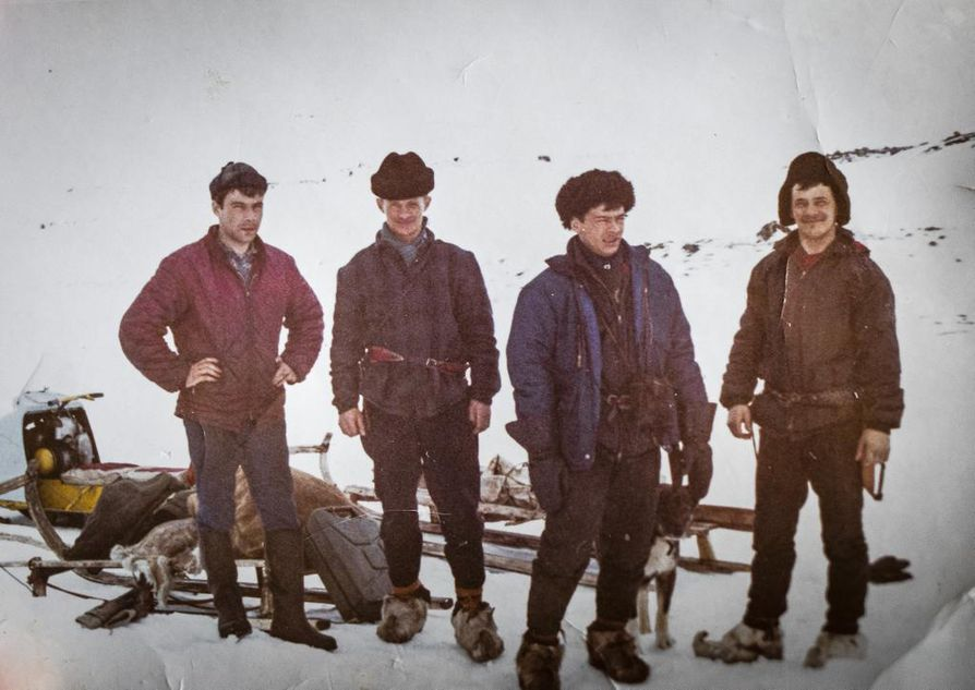 1968. Kalle Mannela (vas.), Piera Tornensis, Johan Aslak Labba ja Jouni Antti Labba tunturissa, lähellä Saarijärven kämppää.
