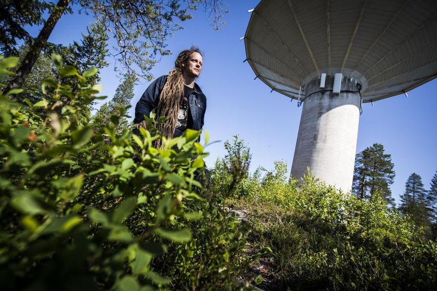 Panu Johansson on Rovaniemellä asuva kuvataiteilija ja kokeellisen elokuvan tekijä.