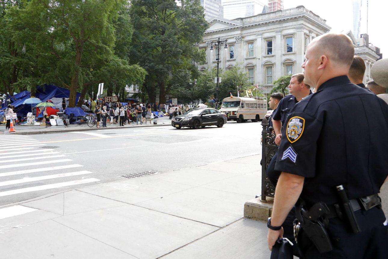 Syyte: New Yorkissa poliisina työskennellyt mies välitti Kiinaan tietoja, Kiinan konsulaatti mukana juonessa