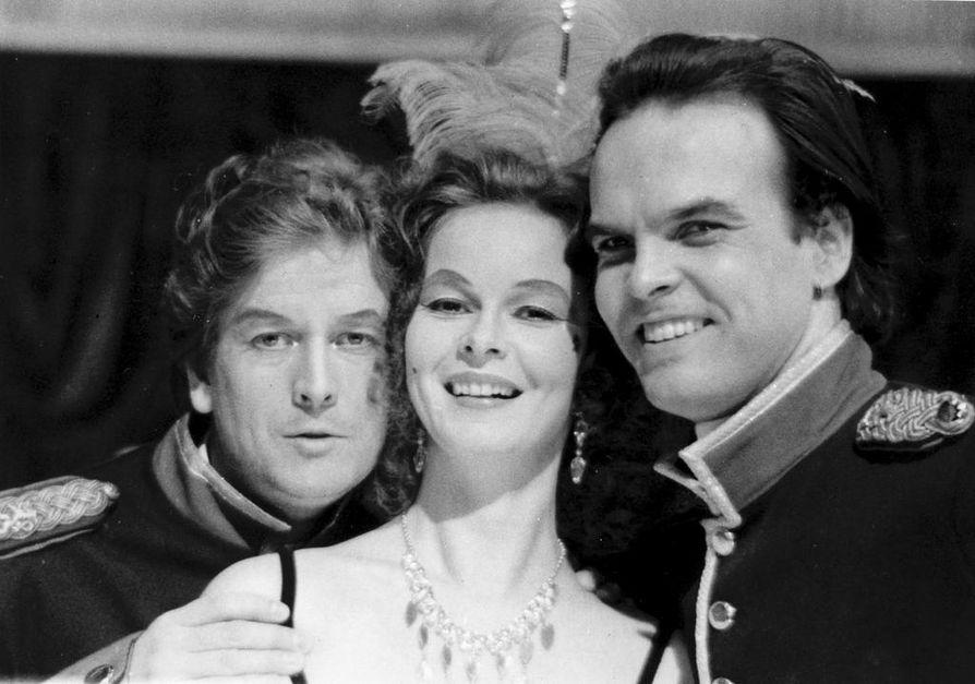 Mustalaisruhtinattaren tähtiä 1983 olivat Pertti Hakala (vas.), Aila Knihtilä ja Hannu Pelkonen.