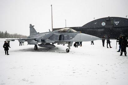 Päätös Suomen uudesta hävittäjästä tehdään ensi vuonna – puolustusvoimat sai vastaukset tarkennettuun tarjouspyyntöön Hornetien korvaajista