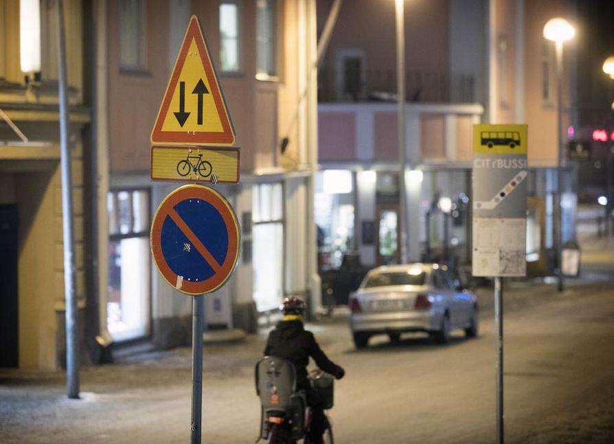 Pakkahuoneenkadun pyöräkadusta tulee kuuden korttelin mittainen. Arkistokuva.