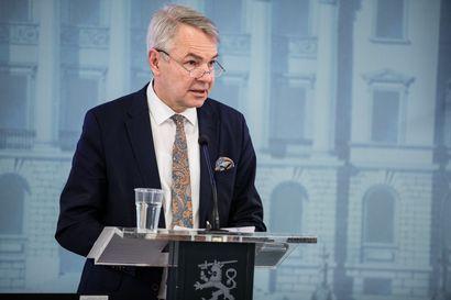Ensimmäiset kotiutuslennot perjantaina – ulkoministeri Pekka Haavisto kehottaa matkailijoita palamaan nyt takaisin kotiin