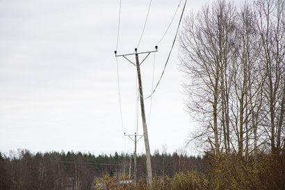 Sähkö kulkee kuluttajan kukkaron kautta – siirtomaksuissa pieniä nostopaineita
