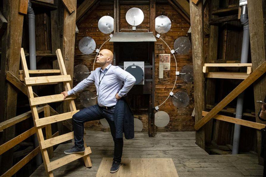VR:n hankepäällikkö Jani Jääskeläinen kertoo, että tornikellojen koneistot uusittiin vajaa kymmenen vuotta sitten aseman remontin yhteydessä.