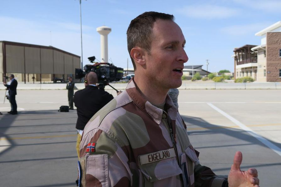Huoltoupseeri majuri Bjørn Tommy Eigeland saapui Arizonaan vuonna 2015 valmistelemaan Norjan ilmavoimien kalustomuutosta. Yhteensä Norja on tilannut 52 F-35 -konetta.