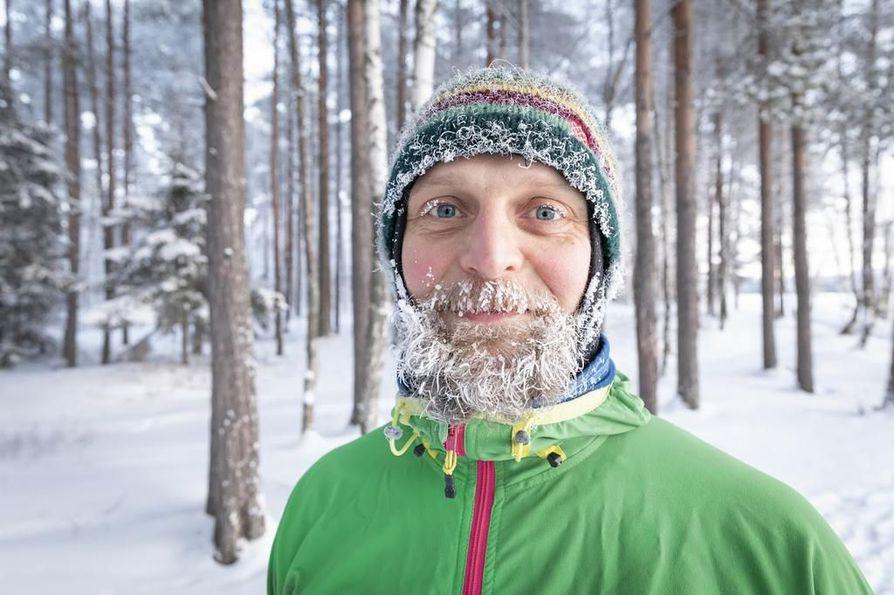 Metsässä liikkuminen on kuulunut Tommi Kaukolan elämään aina. Hän muistelee jo pienenä tykänneensä leikkiä metsässä.