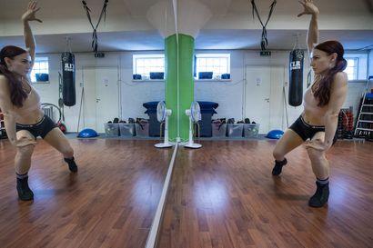 Twerkkaus on voimaannuttavaa hikiliikuntaa, jossa paikat saavat vapaasti hyllyä ja hytkyä – Pepun heilutus levisi musiikkivideoista tanssisaleihin