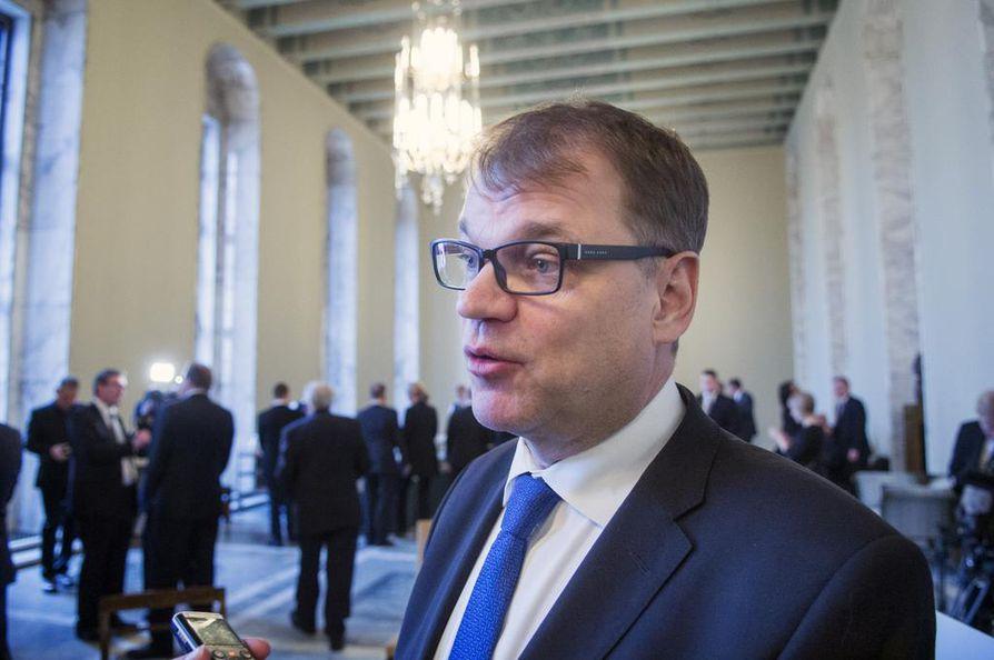 ¿Oikeusvaltiossa syylliset saavat rangaistuksen etnisyydestä riippumatta, pääministeri Juha Sipilä toteaa. Arkistokuva.