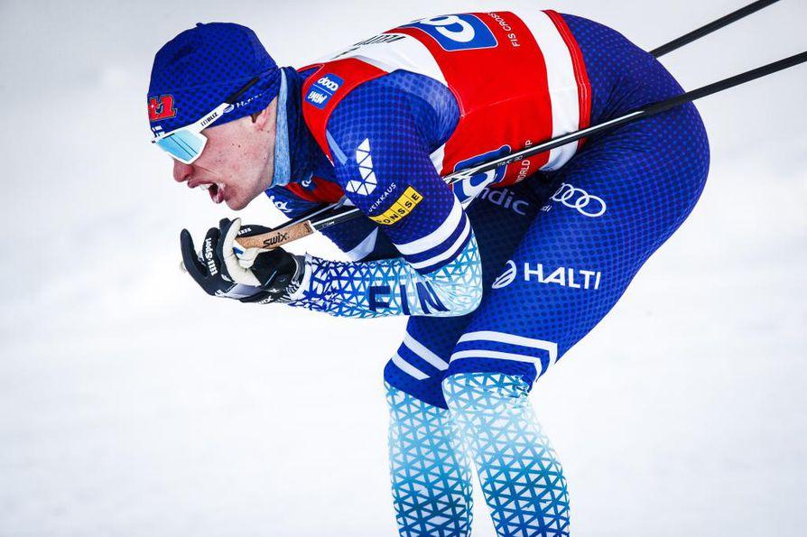 Iivo Niskanen tuli maaliin viidentenä perinteisellä hiihdetyssä takaa-ajossa. Arkistokuva.