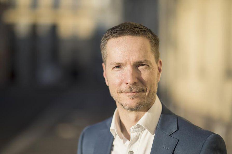 Matti Kuittinen valmistelee rakennusten hiilijalanjäljen arviointia.