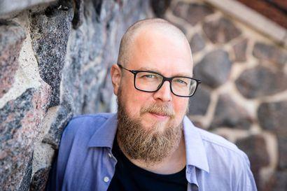 Mielensäpahoittaja on niin tunnettu, että moni luulee tuntevansa sen keksijän – Tuomas Kyrö kertoo nyt, miten hahmo syntyi ja millaista on olla kirjailija Suomessa