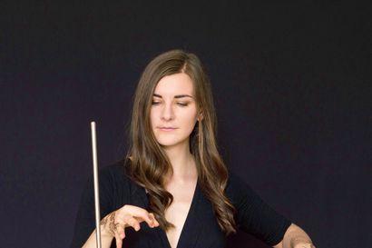 Arvio: Eksoottisten äänten konsertissa solisti Carolina Eyck tuntui kahmivan ääniä tyhjästä ilmasta