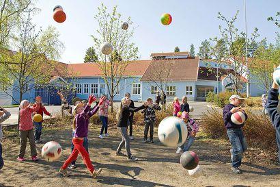 Pikkaralan koulussa satoi palloja