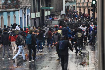 Ecuadorin hallitus pakeni pääkaupungista – 120 prosenttia kohonnut polttoaineen hinta käynnisti suuret mielenosoitukset