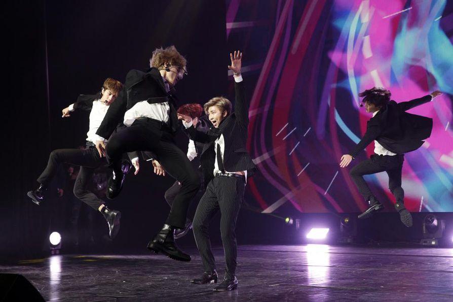 Eteläkorealainen poikabändi BTS on maan kansainvälisesti menestynein yhtye. Mediassa sen suosiota on verrattu Beatlesin synnyttämään beatlemaniaan.