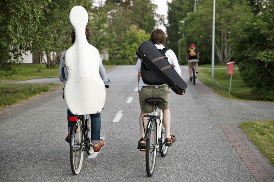 Kuhmon Kamarimusiikkijuhlilla kätevintä on polkaista pyörällä konsertoimaan.