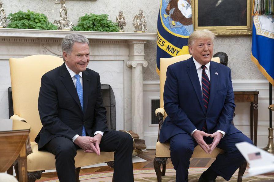 Sauli Niinistö kuunteli Oval Officessa, miten Donald Trump syytti poliittisia kilpailijoitaan ajojahdista ja amerikkalaista lehdistöä korruptiosta.