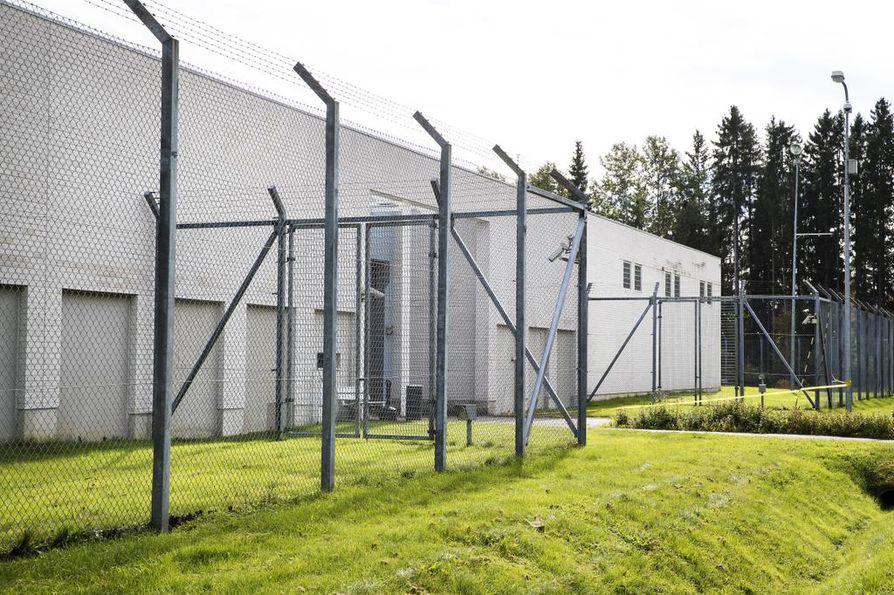 Suomen vankiloissa työskentelee noin 1 200 vuorotyötä tekevää vanginvartijaa. Kuvassa Kylmäkosken vankila.