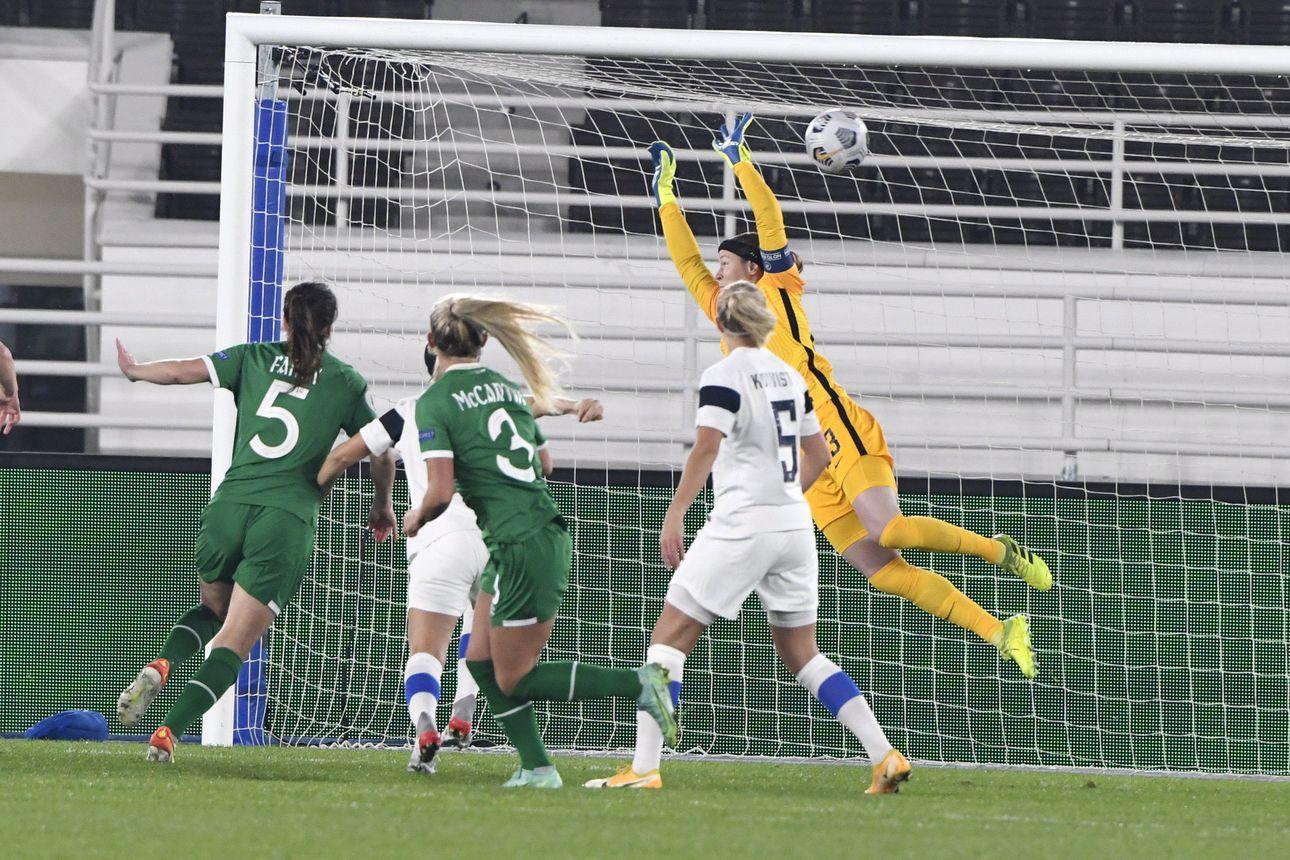 """Helmarit joutui tukalaan paikkaan MM-karsinnoissa – 5200 katsojaa näki, kuinka Irlanti rosvosi pisteet Suomelta: """"Nyt pitää näyttää luonnetta"""""""