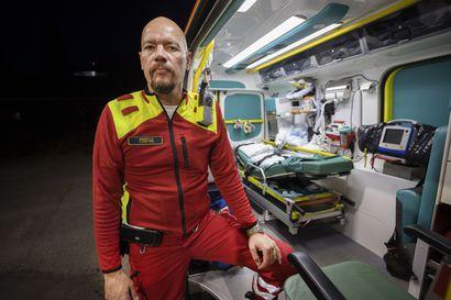 """Ensihoidon siirtäminen  Pohjois-Pohjanmaan sairaanhoitopiirille herättää  työntekijöissä huolta  –""""Puheet on pidetty, odotamme konkretiaa"""""""
